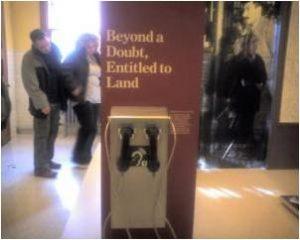 展示物毎に案内アナウンスが聞けるヘッドセットがありますが、そこにループマークが付いています。
